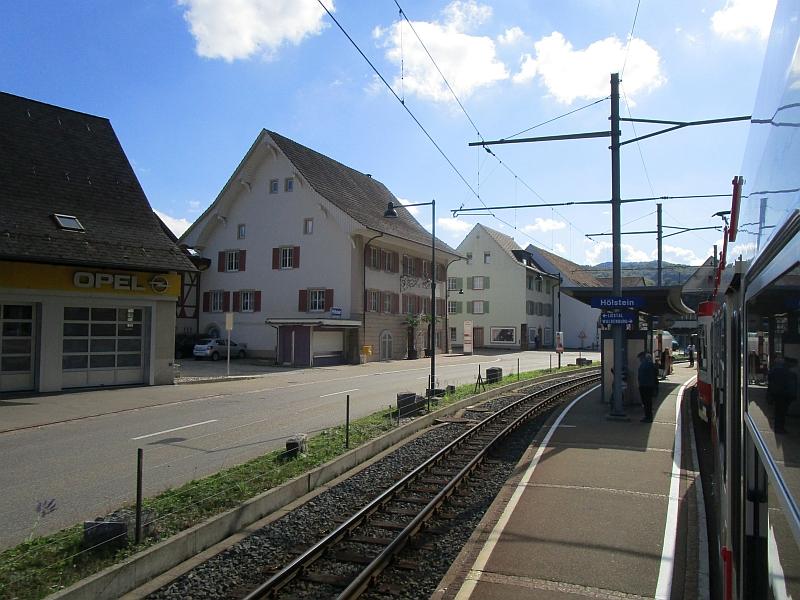 http://www.bahnreiseberichte.de/098-Triregio-Basel/98-077Station-Hoelstein.JPG
