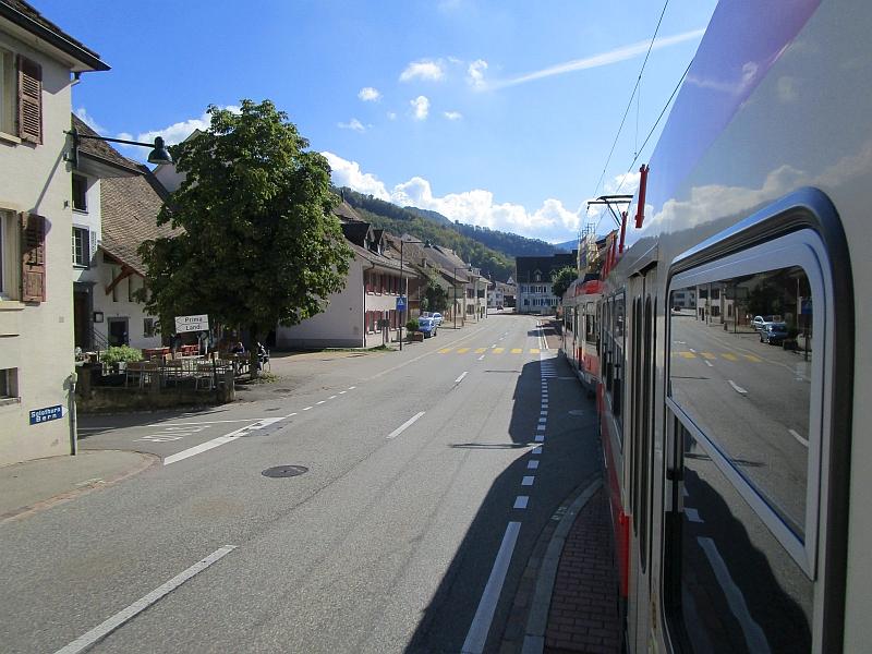 http://www.bahnreiseberichte.de/098-Triregio-Basel/98-081Fahrt-Waldenburgerbahn-Oberdorf.JPG