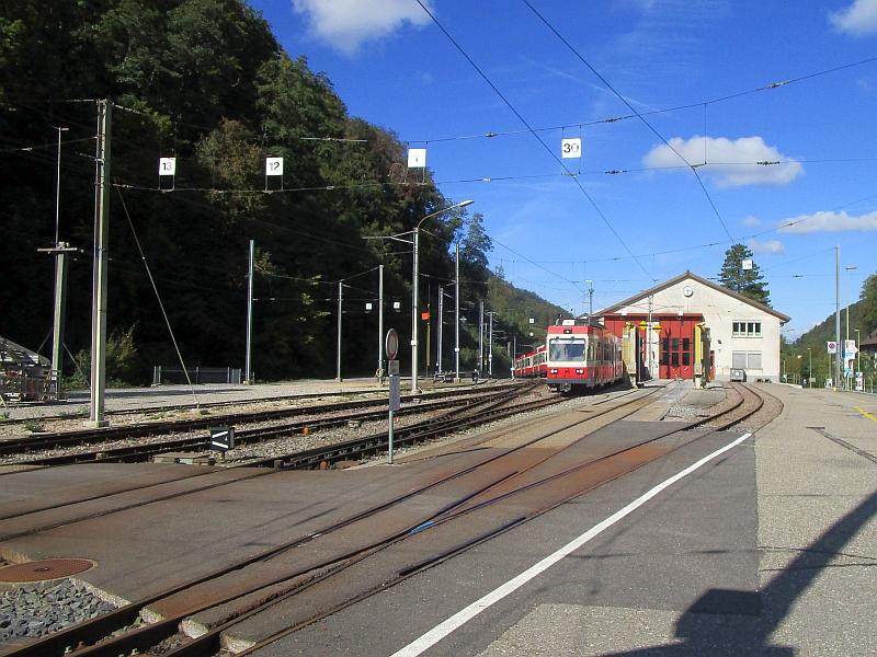 http://www.bahnreiseberichte.de/098-Triregio-Basel/98-083Waldenburg-Depot.JPG