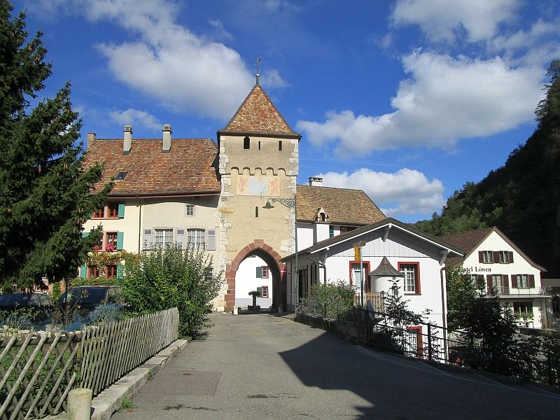 http://www.bahnreiseberichte.de/098-Triregio-Basel/98-084Waldenburg-oberes-Stadttor.JPG
