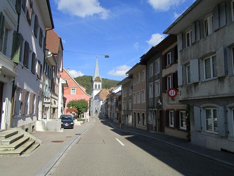 http://www.bahnreiseberichte.de/098-Triregio-Basel/98-086Waldenburg-Kirche.JPG