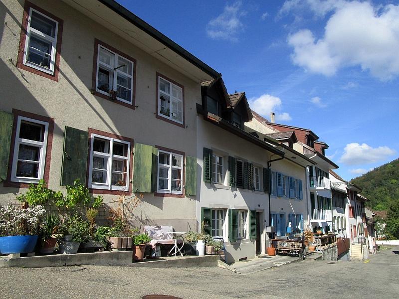 http://www.bahnreiseberichte.de/098-Triregio-Basel/98-087Waldenburg-Altstadt.JPG