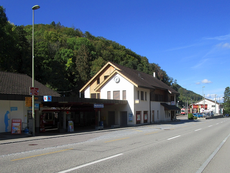 http://www.bahnreiseberichte.de/098-Triregio-Basel/98-088Waldenburg-Bahnhof.JPG