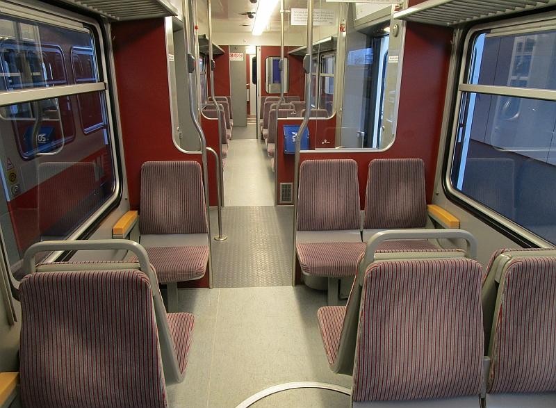 http://www.bahnreiseberichte.de/098-Triregio-Basel/98-090Waldenburgerbahn-innen.JPG
