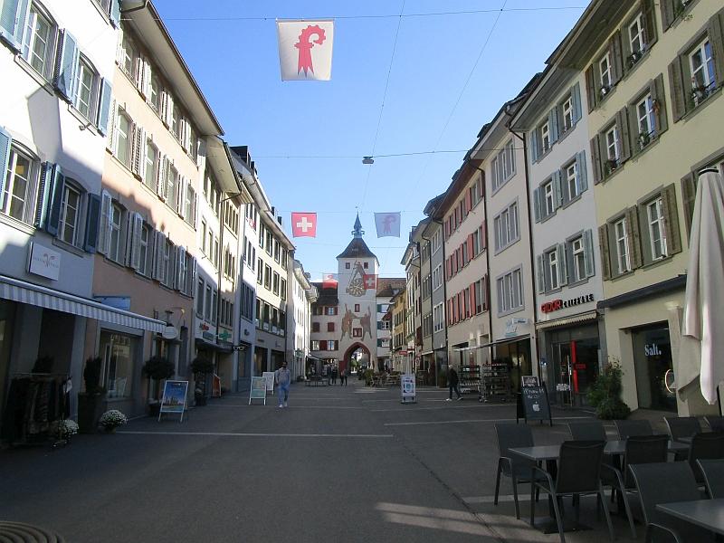 http://www.bahnreiseberichte.de/098-Triregio-Basel/98-096Liestal-Toerli.JPG