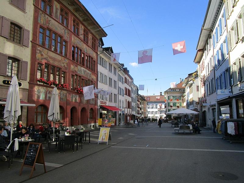 http://www.bahnreiseberichte.de/098-Triregio-Basel/98-097Liestal-Rathaus.JPG