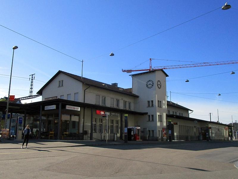 http://www.bahnreiseberichte.de/098-Triregio-Basel/98-098Liestal-Bahnhof.JPG
