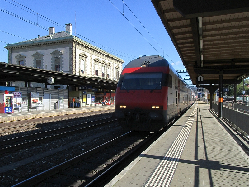 http://www.bahnreiseberichte.de/098-Triregio-Basel/98-099Einfahrt-IC2000-Liestal.JPG