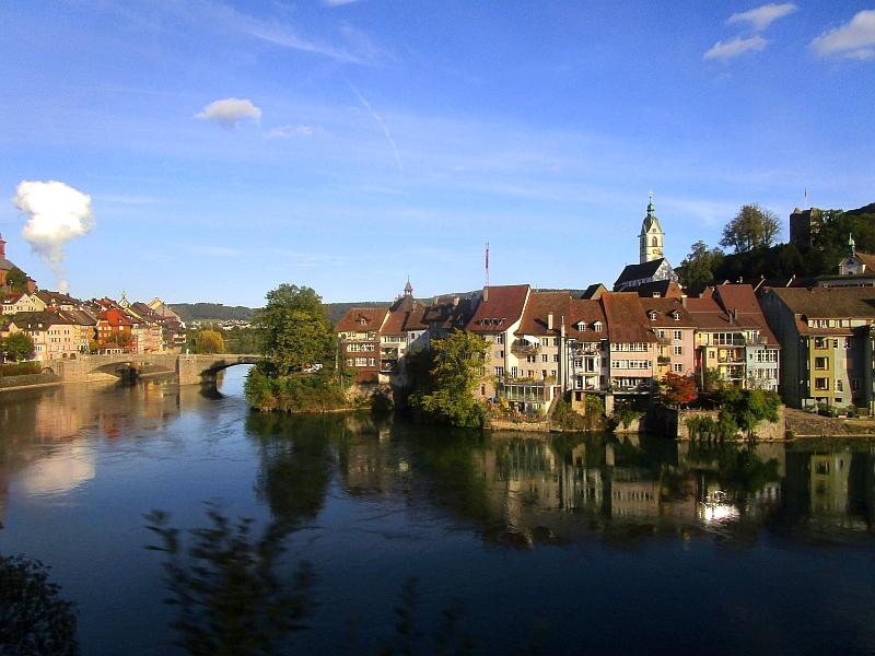 http://www.bahnreiseberichte.de/098-Triregio-Basel/98-103Fahrt-Laufenburg.JPG