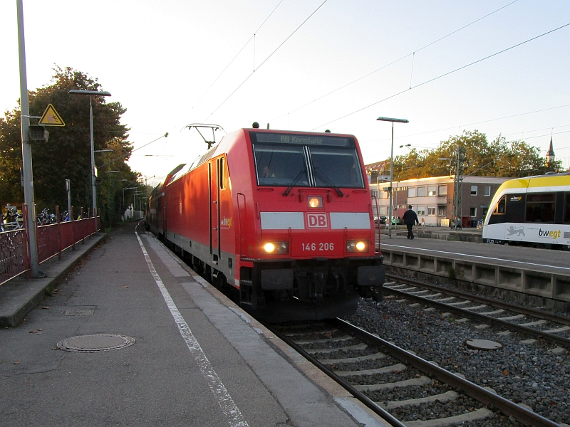 http://www.bahnreiseberichte.de/098-Triregio-Basel/98-106Einfahrt-SWB-Radolfzell.JPG